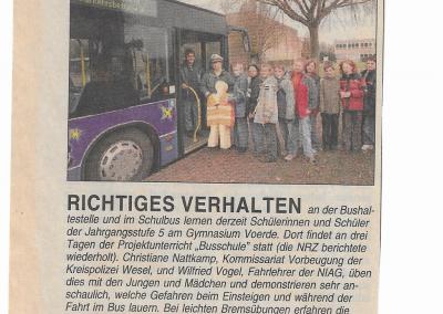 2005_12_07_NRZ_RICHTIGES _VERHALTEN_AN_DER _BUSHALTESTELLE_PRESSEARCHIV