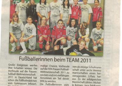 2010_03_03_NA_Maedchen-Fussball