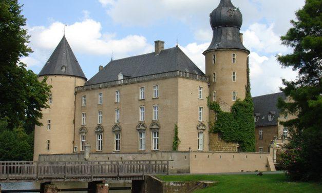 Schüler des GV als Burgfräulein und Burgherren auf der Jugendburg Gemen