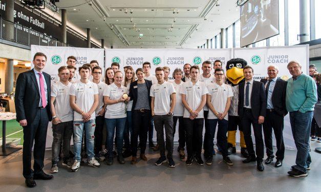 Lob und Ansporn: Hrubesch und Krahn treffen Junior-Coaches des GV