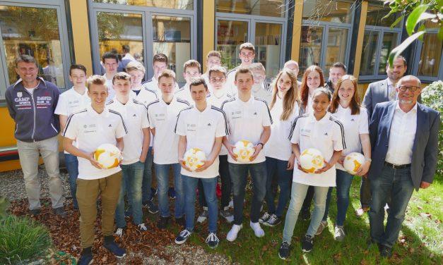 Das GV ist DFB-JUNIOR-COACH SCHULE: 20 SchülerInnen erhalten Trainerlizenzen