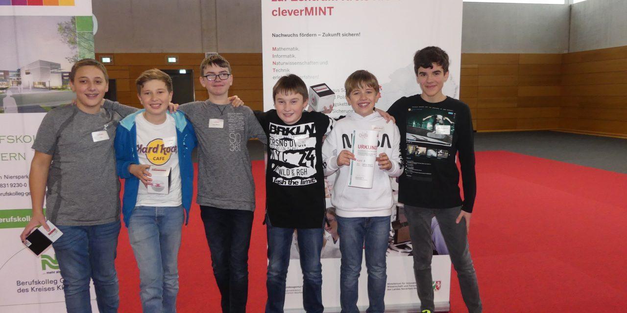 """Team """"FunFreaks"""" ist weiter – GV-Schüler glänzen beim Roboterwettbewerb"""