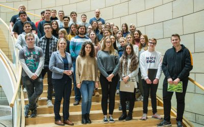 Charlotte Quik lud ein – Leistungskurse Sozialwissenschaften zu Gast im NRW-Landtag