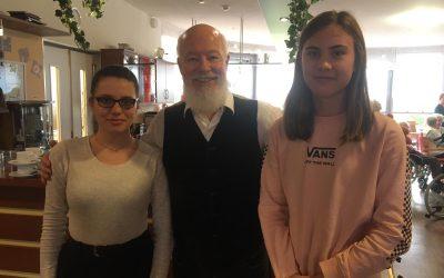 Sternstunden-AG: Bill Mockridge zu Besuch im Elisabeth-Selbert-Haus