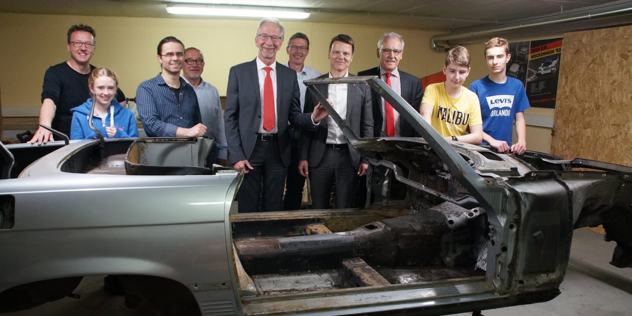 Neues vom alten Blech – Oldtimer-AG erhielt großzügige Spende